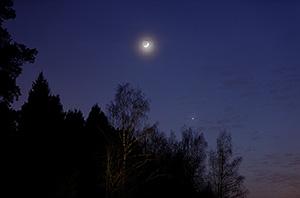 Луна, Венера и Марс на вечернем небе 21 февраля 2015 г.
