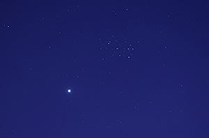 Венера и Плеяды на вечернем небе 11 апреля 2015 г.