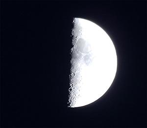 Растущая Луна, первая четверть, г. Санкт-Петербург, 25 мая 2015 г.