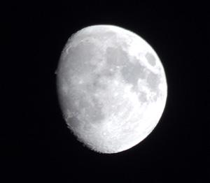 Растущая Луна, первая четверть, г. Санкт-Петербург, 29 мая 2015 г.