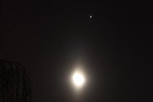 Убывающая Луна и Юпитер в новогоднюю ночь в Орле, 1 января 2016 г.
