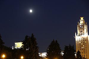Соединение Луны, Марса и Сатурна 15.07.2016, на фоне МГУ