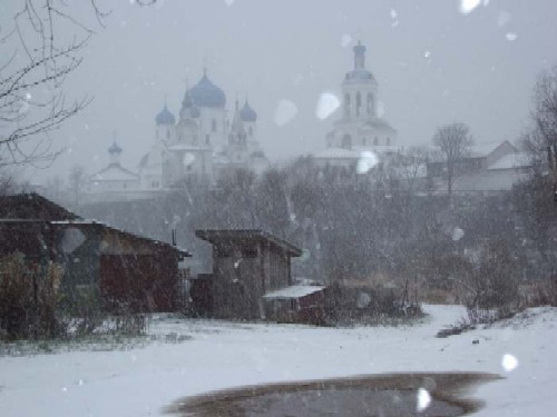 снега выпадают и денно и нощно слушать